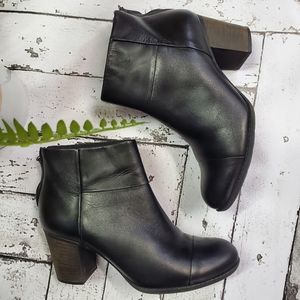 Clarks Leather Stacked Heel Ankle Bootie 9.5